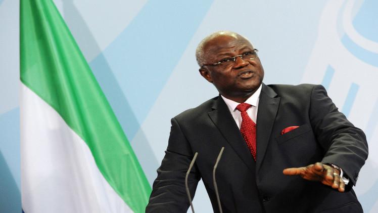 رئيس سيراليون يحذر من خطر حمى إيبولا على الأمة كلها