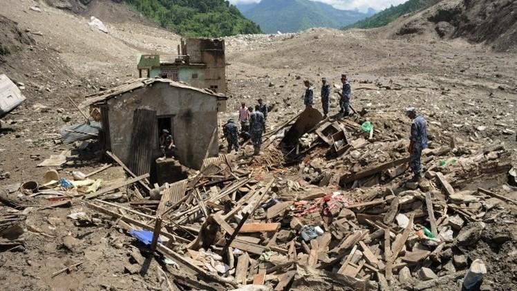 ارتفاع حصيلة ضحايا الانهيار الطيني في نيبال إلى 34  (فيديو)