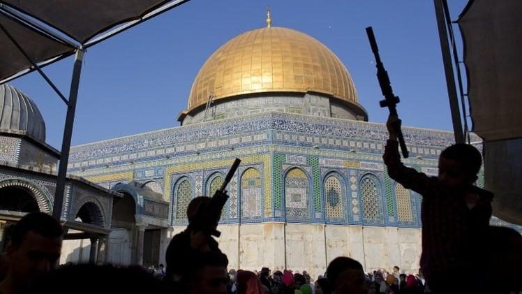 إسرائيل تغلق الأقصى أمام من تقل أعمارهم عن 50 عاما وتعتقل 27 شابا في القدس