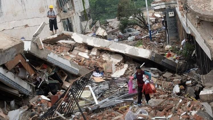 حصيلة ضحايا الزلزال الصيني تقترب من 600 (فيديو)