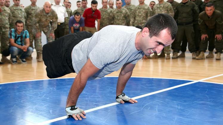 جندي جورجي سابق فقد ساقيه في أفغانستان يحقق رقما قياسيا في تمرينات الضغط