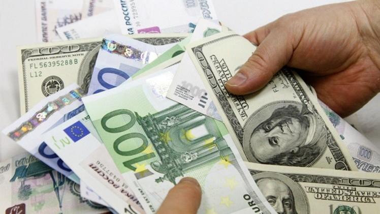 الدولار واليورو يتقدمان أمام الروبل اليوم