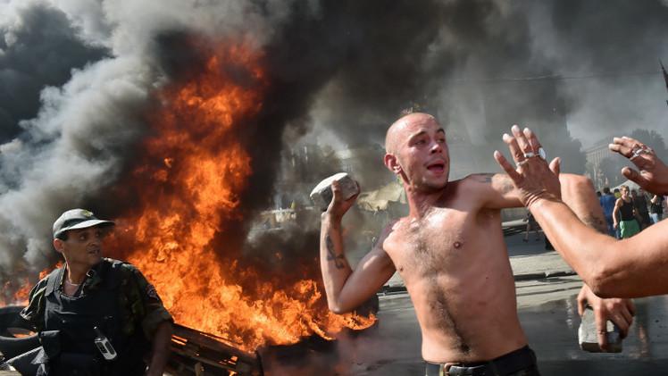 شرطة كييف تهدد بنزع الخيام من الطرق المؤدية إلى ميدان الاستقلال
