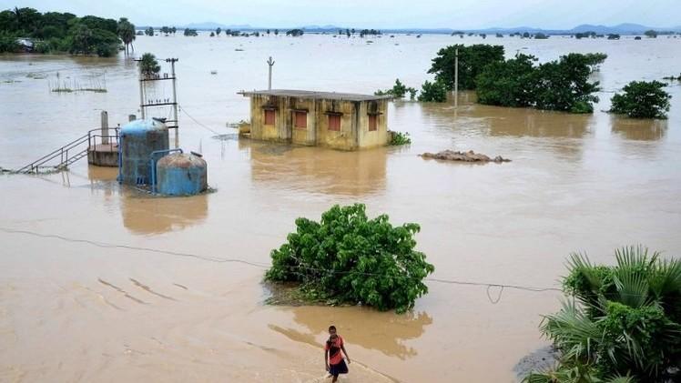 مقتل 35 شخصا وتدمير أكثر من 15 ألف منزل في فيضانات في الهند