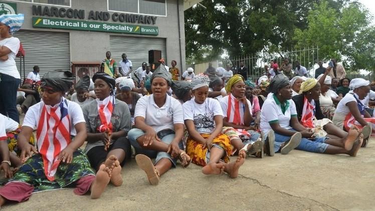 الولايات المتحدة تستدعي عائلات دبلوماسييها من ليبيريا بسبب حمى إيبولا