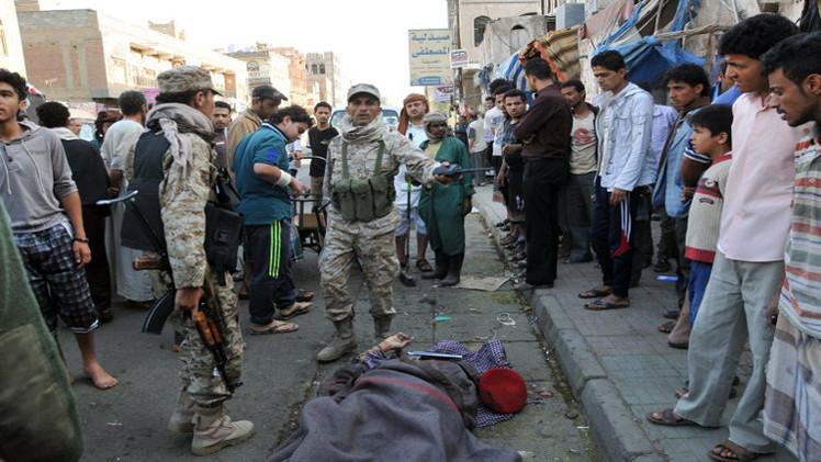 مسلحو القاعدة يعدمون 15 جنديا يمنيا