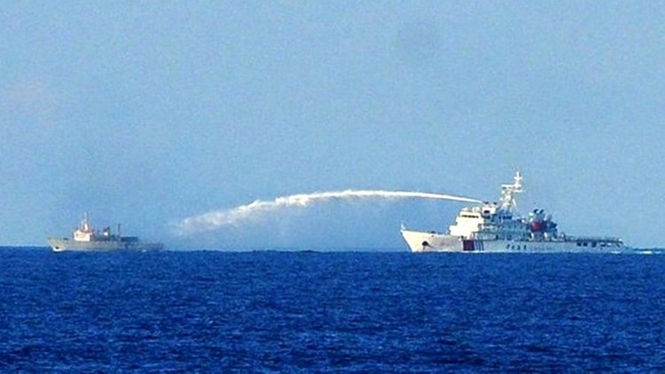 الخارجية الصينية تدافع عن بناء فنارات فوق جزر متنازع عليها