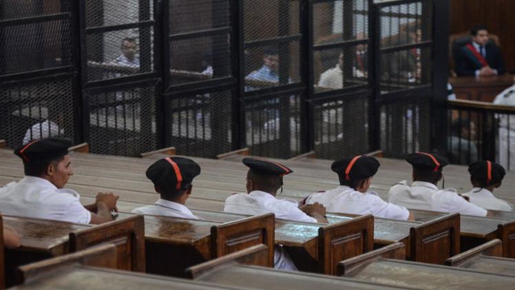 محكمة مصرية تحل حزب الحرية والعدالة الذراع السياسي لجماعة الإخوان المسلمين