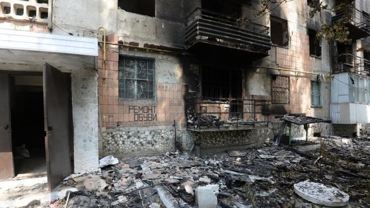 البعثة الأوروبية تسجل الدمار بعد القصف المدفعي على مدينة شاختيورسك شرق أوكرانيا