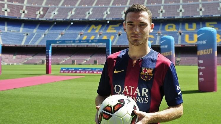 برشلونة يعلن رسميا إصابة مدافعه الجديد فيرمايلين