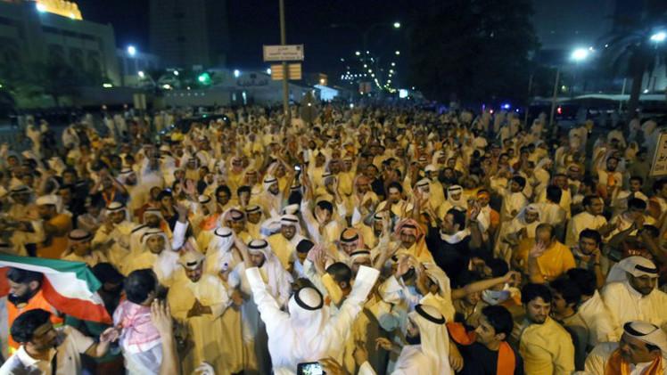 الكويت تسحب الجنسية من 10 مواطنين