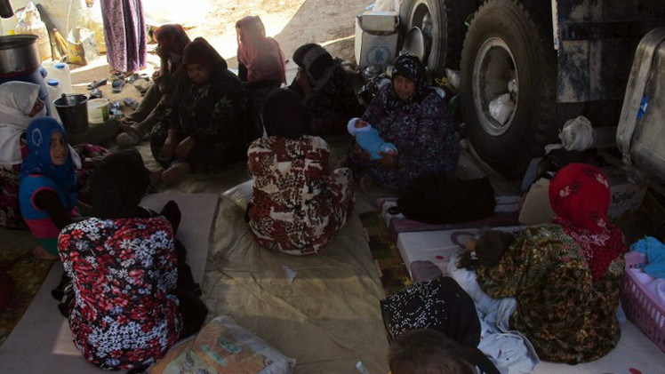 طائرات بريطانية وأمريكية تنقل مساعدات إنسانية إلى العراقيين في جبال سنجار