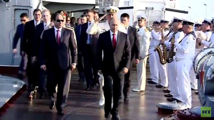 بالفيديو من روسيا.. بوتين يعرض للسيسي آخر إبداعات السفن الحربية حاملة الصواريخ
