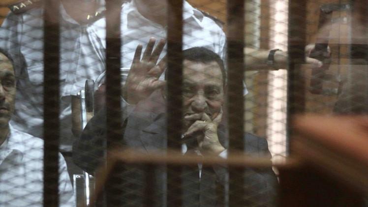 مبارك ينفي إصدار أي أوامر بقتل المتظاهرين