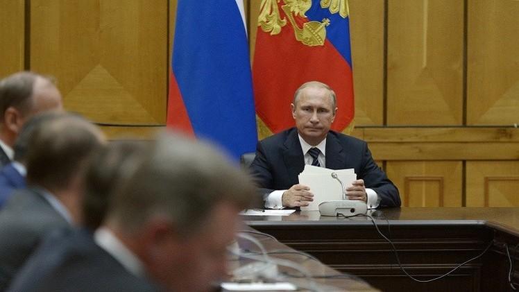 بوتين يبحث مع أعضاء مجلس الأمن الروسي ضمان أمن شبه جزيرة القرم