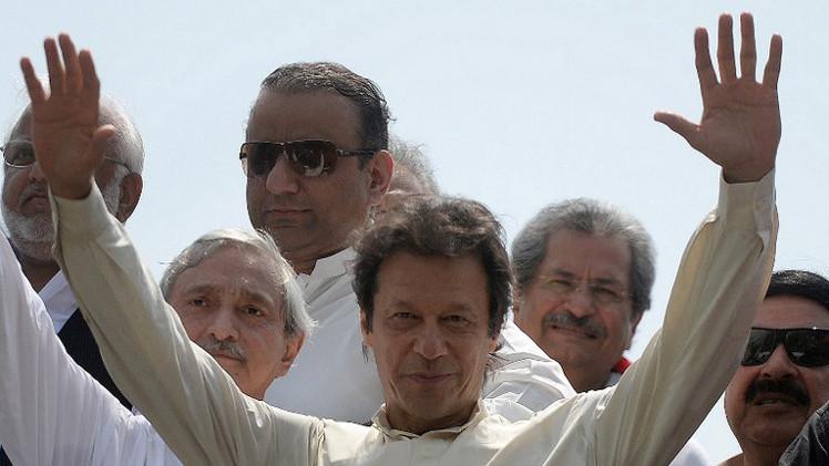 استهداف سياسي باكستاني معارض في مظاهرة ببنجاب