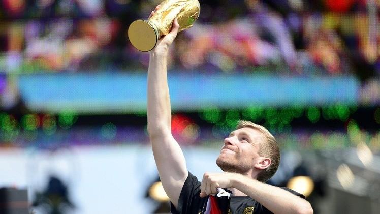 بطل العالم ميرتساكر يعتزل كرة القدم دوليا