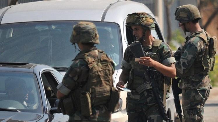 مسلحون يطلقون سراح عنصرين من الأمن اللبناني