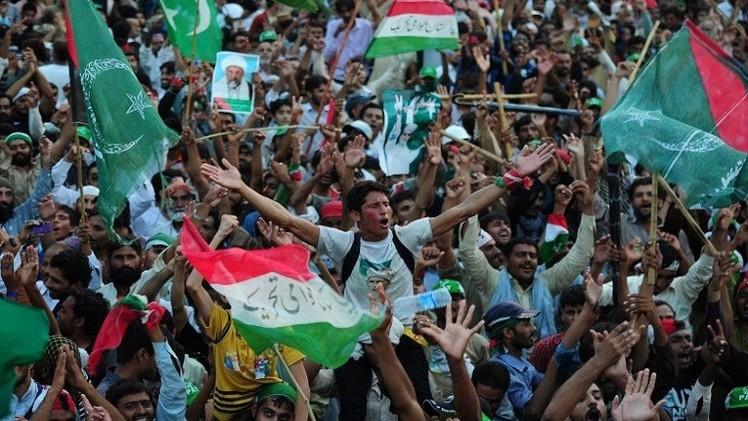 عشرات الآلاف يتظاهرون في إسلام آباد للمطالبة باستقالة شريف