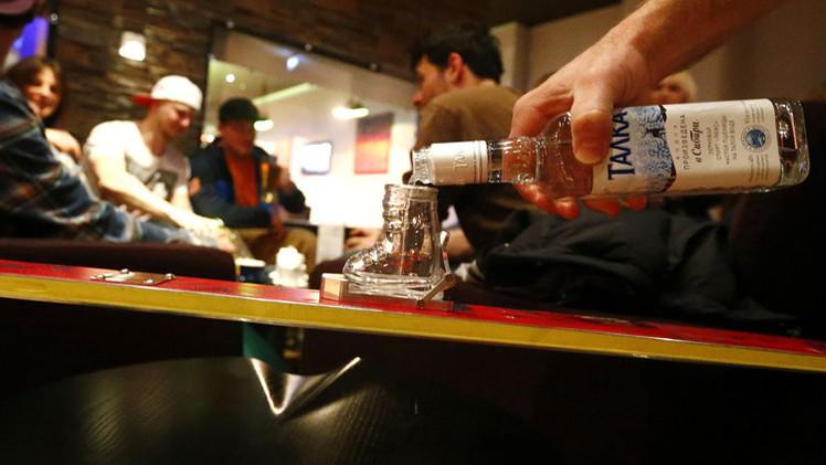علماء النفس: المشروبات الكحولية تغير تقييم الإنسان للأخطاء