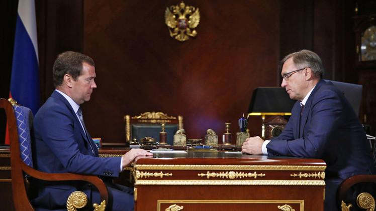 مدفيديف: روسيا ستدعم صناعة السيارات الوطنية في الظروف الاقتصادية الراهنة