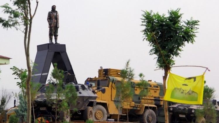 مقتل شخصين في اشتباكات حول تمثال لأحد القياديين الأكراد في تركيا