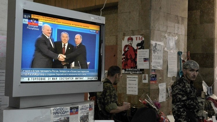 الداخلية الأوكرانية تتوعد بمعاقبة الشركات التي تبث المحطات الروسية