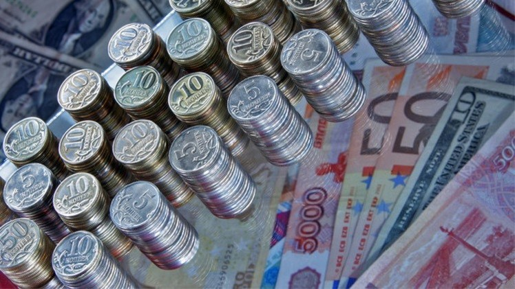 الروبل يتقدم أمام اليورو ويتراجع مقابل الدولار في تداولات الأربعاء