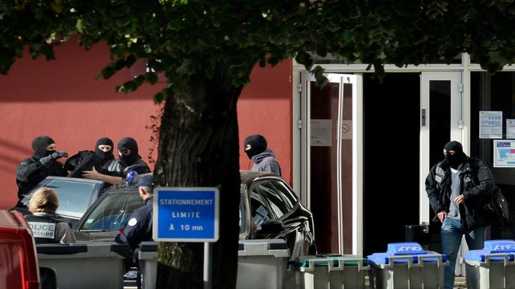 الشرطة الفرنسية تعتقل مراهقتين للاشتباه بنيتهما القتال في سورية