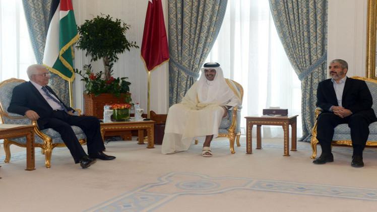 عباس ومشعل يلتقيان أمير قطر في الدوحة لبحث آخر التطورات في غزة