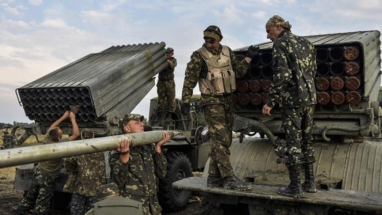 موسكو تعبر عن القلق من استخدام كييف للذخائر الحارقة والعبوات العنقودية