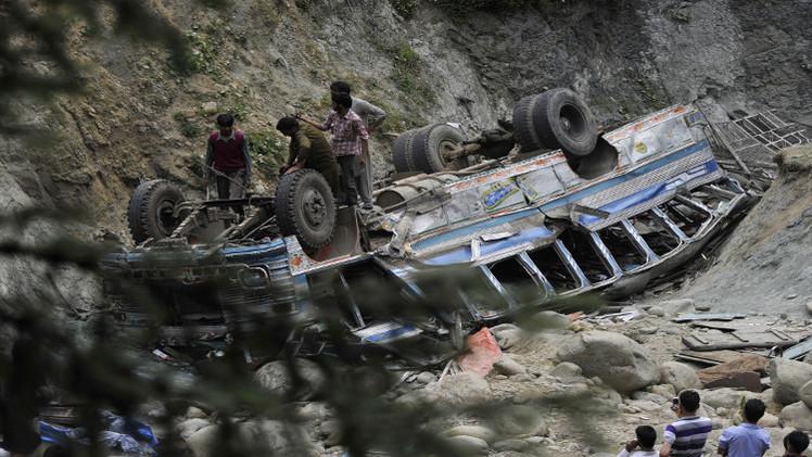 مقتل 22 شخصا في سقوط حافلة بواد شمال الهند