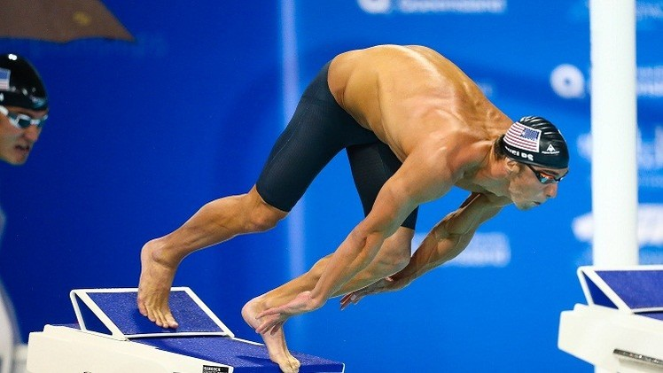 فيلبس يتأهل إلى سباق 100 متر سباحة حرة