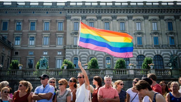 سلفيو الجزائر يطالبون بسحب الجنسية من إمام يبيح زواج المثليين