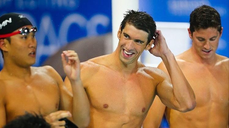 فيليبس يتوج بذهبيته الأولى منذ عامين في بطولات السباحة الدولية