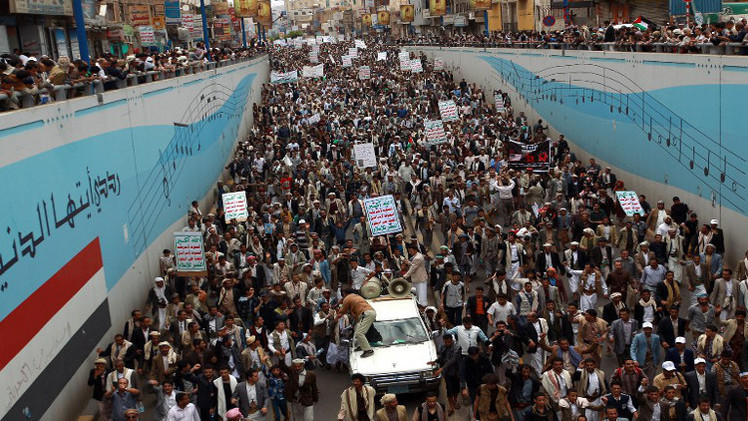 عشرات الآلاف يتظاهرون في صنعاء لإسقاط الحكومة اليمنية