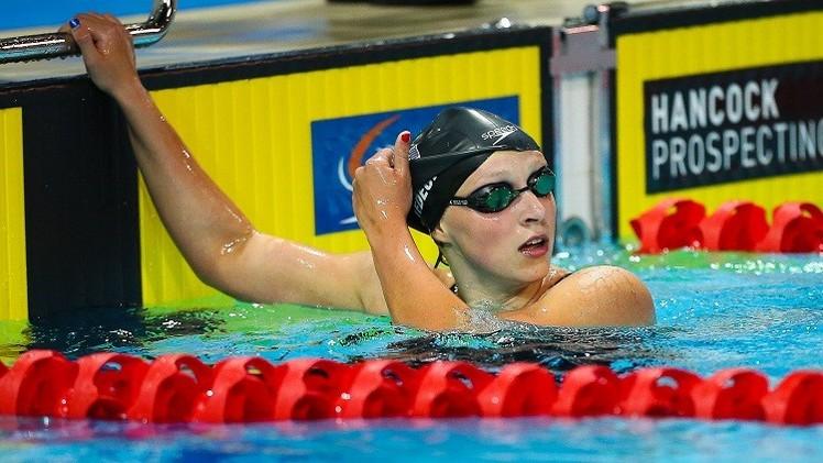الأمريكية ليديكي تحطم رقمها القياسي السابق في سباق 400 سباحة حرة