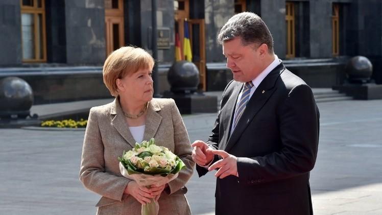 ميركل تؤكد لبوروشينكو استعداد بلدان غربية تقديم الملايين لكييف