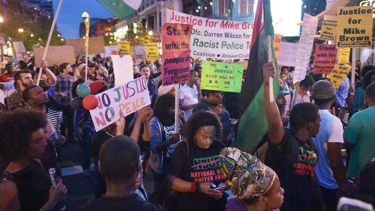 سكان واشنطن يتظاهرون تضامنا مع محتجي فيرغسون (فيديو)