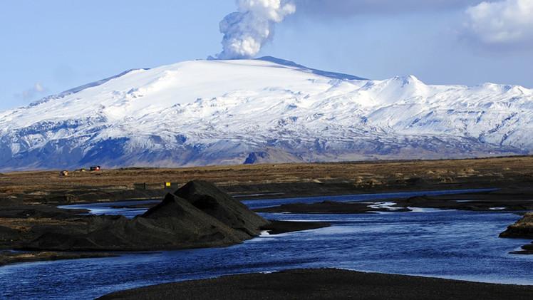 ما الذي يمكن أن يحدث عندما ينفجر بركان أيسلندا تحت نهر الجليد المحيط بالمنطقة ؟(فيديو)
