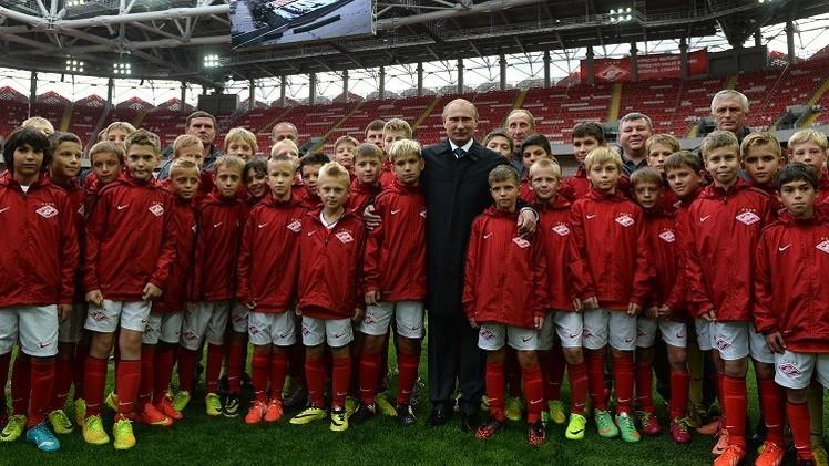 بوتين يتفقد ملعب