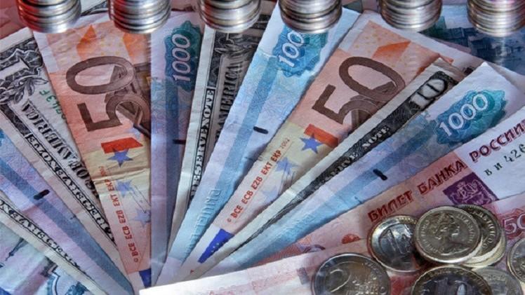 الروبل يتراجع أمام الدولار إلى أدنى مستوياته منذ أذار الماضي