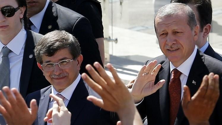 أردوغان يكلف داود أوغلو بتشكيل الحكومة التركية الجديدة