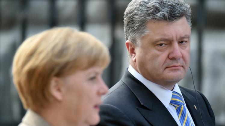 بوروشينكو يدعو ميركل إلى تكثيف الجهود من أجل دعم أوكرانيا