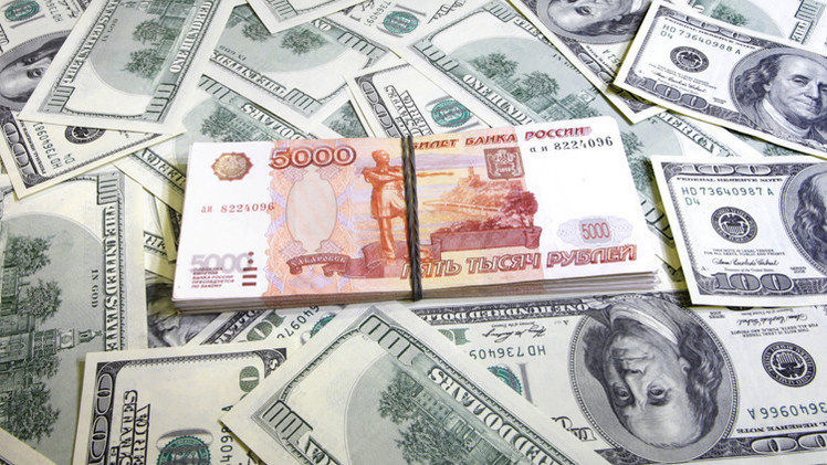 الروبل يتراجع أمام الدولار مسجلا مستوى قياسيا جديدا على خلفية أزمة شرق أوكرانيا