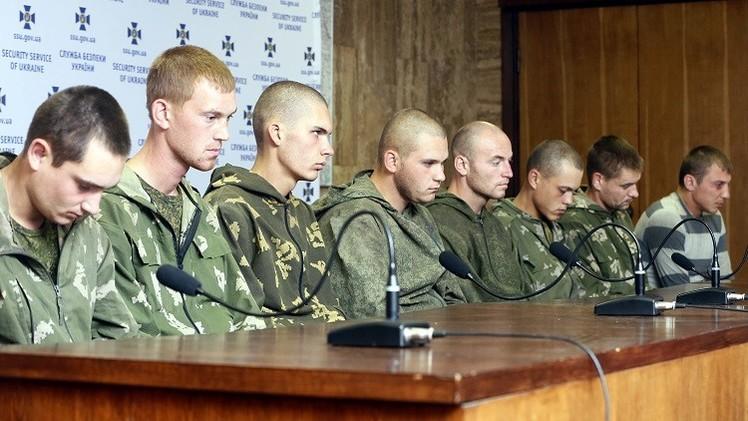 موسكو: كييف تفرج عن 10 جنود روس احتجزوا بعد اجتيازهم الحدود عن طريق الخطأ