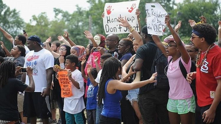 تجدد الاحتجاجات في فيرغسون على ممارسات الشرطة (فيديو)
