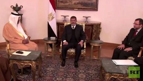 الرئيس المعزول محمد مرسي مع الوفد القطري-أرشيف