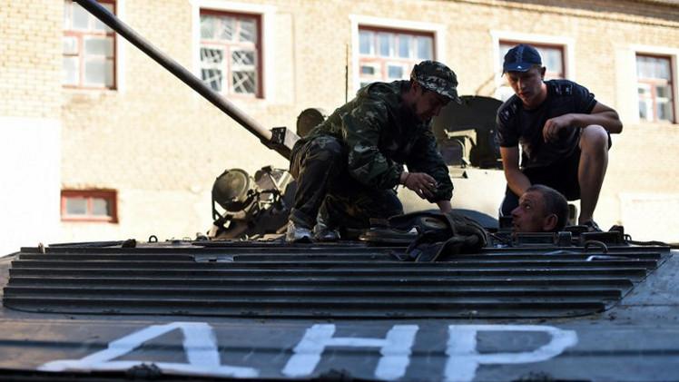 انسحاب القوات الأوكرانية من مطار لوغانسك واستمرار القتال في مطار دونيتسك