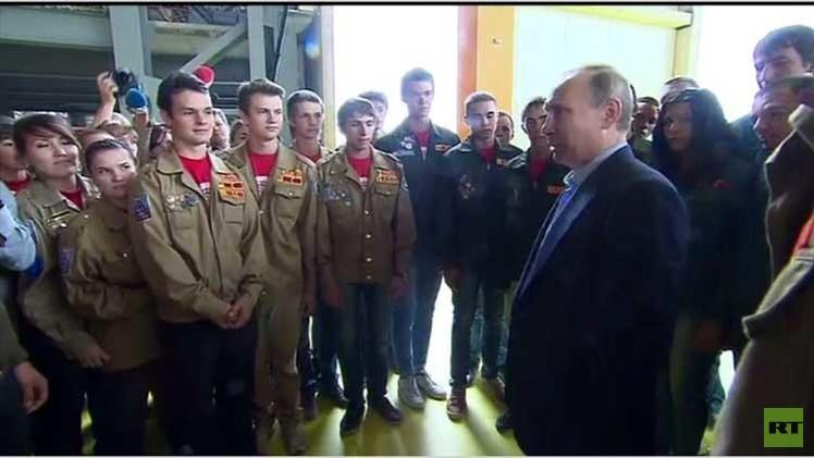 الرئيس الروسي يتفقد مطار